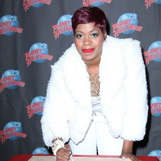 Fantasia Barrino Promotes Her Album Side Effects of You with A Hand Print Ceremony - fantasia-barrino-hand-print-ceremony-01