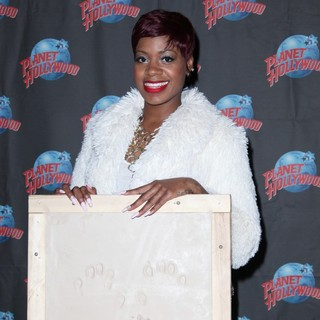 Fantasia Barrino Promotes Her Album Side Effects of You with A Hand Print Ceremony - fantasia-barrino-hand-print-ceremony-02