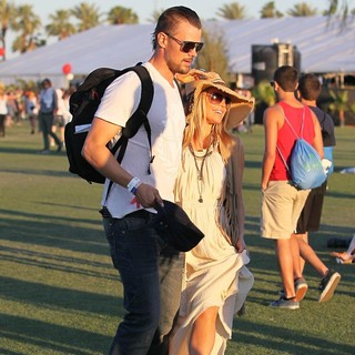 Josh Duhamel, Stacy Ferguson in Celebrities at The 2012 Coachella Valley Music and Arts Festival - Day 2