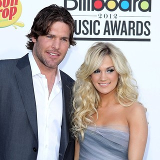 Mike Fisher, Carrie Underwood in 2012 Billboard Music Awards - Arrivals