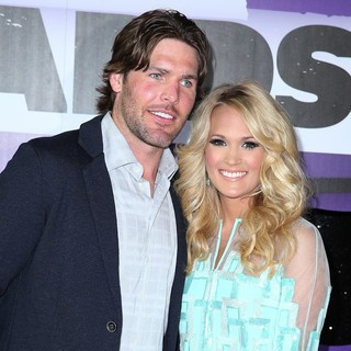Mike Fisher, Carrie Underwood in 2013 CMT Music Awards - Arrivals