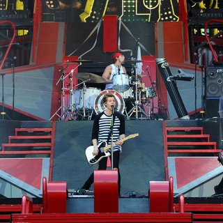 5 Seconds of Summer in 5 Seconds of Summer Opening for One Direction's Where We Are Tour