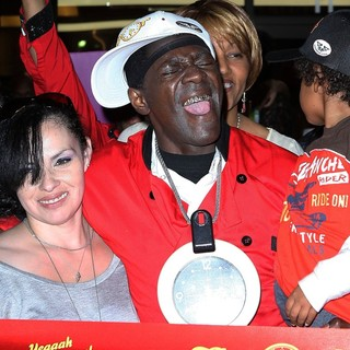 The Official Grand Opening of The Flavor Flav House of Flavor Take Out Restaurant - flavor-flav-grand-opening-restaurant-02