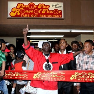 The Official Grand Opening of The Flavor Flav House of Flavor Take Out Restaurant - flavor-flav-grand-opening-restaurant-03