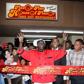 The Official Grand Opening of The Flavor Flav House of Flavor Take Out Restaurant - flavor-flav-grand-opening-restaurant-04