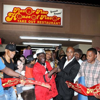 The Official Grand Opening of The Flavor Flav House of Flavor Take Out Restaurant - flavor-flav-grand-opening-restaurant-05