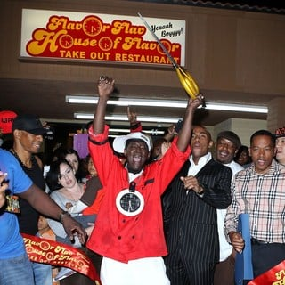 The Official Grand Opening of The Flavor Flav House of Flavor Take Out Restaurant - flavor-flav-grand-opening-restaurant-06