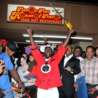 The Official Grand Opening of The Flavor Flav House of Flavor Take Out Restaurant - flavor-flav-grand-opening-restaurant-08