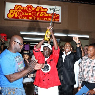 The Official Grand Opening of The Flavor Flav House of Flavor Take Out Restaurant - flavor-flav-grand-opening-restaurant-09