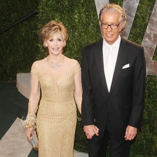 Jane Fonda in 2012 Vanity Fair Oscar Party - Arrivals - fonda-perry2012-vanity-fair-oscar-party-01