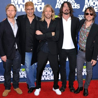 Foo Fighters in 2011 MTV Movie Awards - Arrivals
