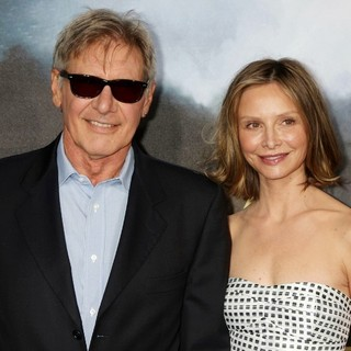 Calista Flockhart in Cowboys and Aliens Premiere - Arrivals - ford-flockhart-premiere-cowboys-and-aliens-02