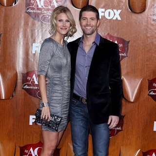 Jennifer Ford, Josh Turner in 2011 American Country Awards - Arrivals