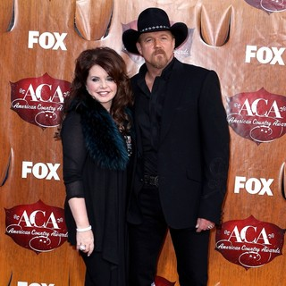 Rhonda Forlaw, Trace Adkins in 2011 American Country Awards - Arrivals