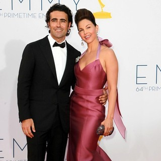 Dario Franchitti, Ashley Judd in 64th Annual Primetime Emmy Awards - Arrivals