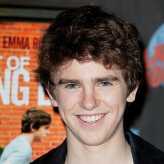 Freddie Highmore in Actors from The Art of Getting By Promote Their Film with An Appearance