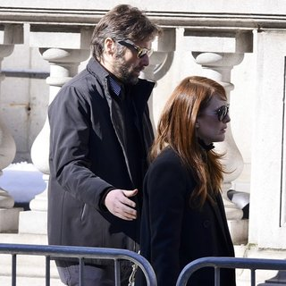 Bart Freundlich, Julianne Moore in The Funeral of Philip Seymour Hoffman