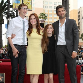 Caleb Freundlich, Julianne Moore, Liv Freundlich, Bart Freundlich in Julianne Moore Honored with Star at The Hollywood Walk of Fame