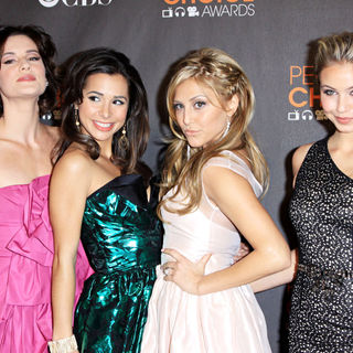 Chelsea Hobbs, Josie Loren, Cassie Scerbo, Ayla Kell in People's Choice Awards 2010