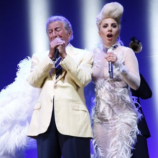 Lady GaGa - Lady GaGa and Tony Bennett Perform Live on Stage