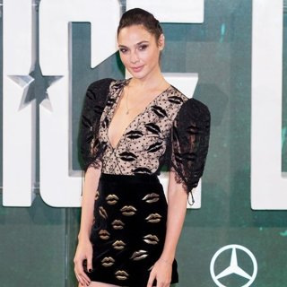 Gal Gadot in London Photocall for Justice League