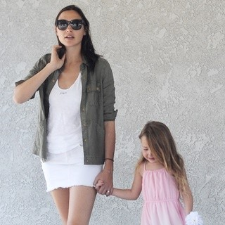 Gal Gadot, Alma Versano-Gal Gadot Out and About with Her Daughter Alma Versano