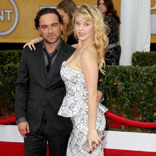 Johnny Galecki, Kelli Garner in 19th Annual Screen Actors Guild Awards - Arrivals