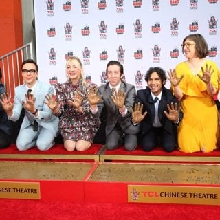 The Cast of The Big Bang Theory Places Their Handprints in The Cement