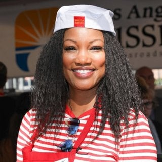 Garcelle Beauvais in 2018 The Los Angeles Mission Hosts Thanksgiving Event for The Homeless