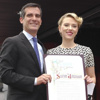 Eric Garcetti, Scarlett Johansson in Scarlett Johansson Is Honored with A Star on The Hollywood Walk of Fame