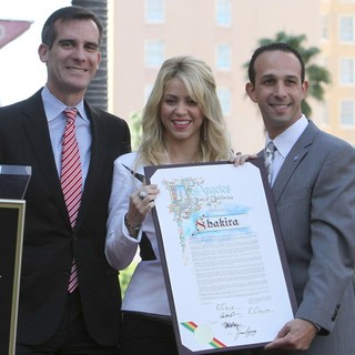 Eric Garcetti, Shakira in Shakira Is Honoured with A Star on The Hollywood Walk of Fame