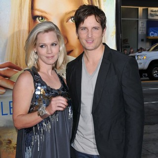 Jennie Garth, Peter Facinelli in The Premiere of Letters to Juliet - Arrivals