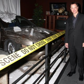Gary Sinise in CSI The Experience Welcomes Gary Sinise as Part of American Airlines