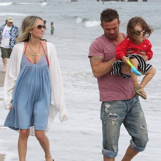 Dominique Geisendorff, Cam Gigandet, Everleigh Ray Gigandet in Cam Gigandet and Dominique Geisendorff Walk with Everleigh Ray Gigandet on The Beach
