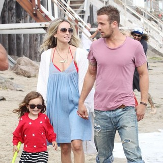 Everleigh Ray Gigandet, Dominique Geisendorff, Cam Gigandet in Cam Gigandet and Dominique Geisendorff Walk with Everleigh Ray Gigandet on The Beach