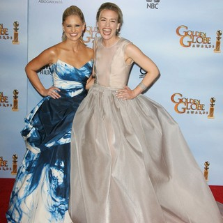 Sarah Michelle Gellar, Piper Perabo in The 69th Annual Golden Globe Awards - Press Room