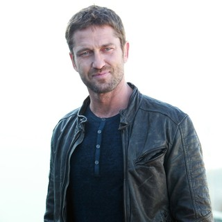 Gerard Butler in Russian Photocall for Olympus Has Fallen - gerard-butler-russian-photocall-olympus-has-fallen-01