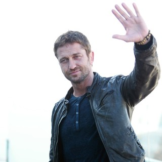 Gerard Butler in Russian Photocall for Olympus Has Fallen - gerard-butler-russian-photocall-olympus-has-fallen-02