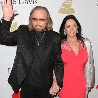 Barry Gibb, Linda Gray in 2017 Pre-GRAMMY Gala and Salute to Industry Icons Honoring Debra Lee - Arrivals