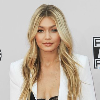 Gigi Hadid in 2014 American Music Awards - Arrivals - gigi-hadid-2014-american-music-awards-01