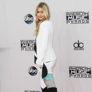 Gigi Hadid in 2014 American Music Awards - Arrivals - gigi-hadid-2014-american-music-awards-03