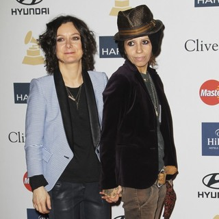 Sara Gilbert, Linda Perry in Clive Davis and The Recording Academy's 2013 Pre-Grammy Gala and Salute to Industry Icons