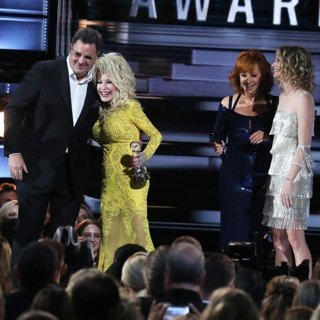 Vince Gill, Dolly Parton, Reba McEntire, Jennifer Nettles in 50th Annual CMA Awards - Performances