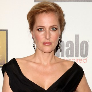 Gillian Anderson in 2012 Critics' Choice TV Awards - Arrivals - gillian-anderson-2012-critics-choice-tv-awards-01