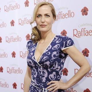 Gillian Anderson in The Raffaello Summer Day Event - gillian-anderson-raffaello-summer-day-event-01