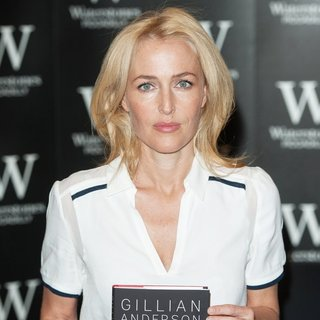 Gillian Anderson Signs Her Book A Vision of Fire