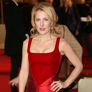 Gillian Anderson in Les Miserables World Premiere - Arrivals - gillian-anderson-uk-premiere-les-miserables-03