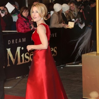 Gillian Anderson in Les Miserables World Premiere - Arrivals - gillian-anderson-uk-premiere-les-miserables-05