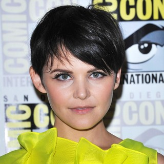 Ginnifer Goodwin in Comic Con 2011 - Celebrities at The Convention Centre - The Once Upon A Time Press Conference