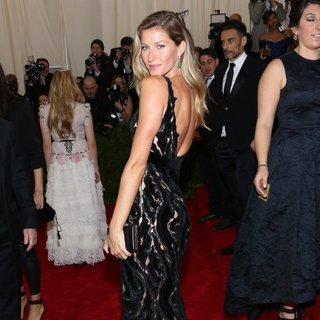 Gisele Bundchen, Tom Brady in Charles James: Beyond Fashion Costume Institute Gala - Arrivals